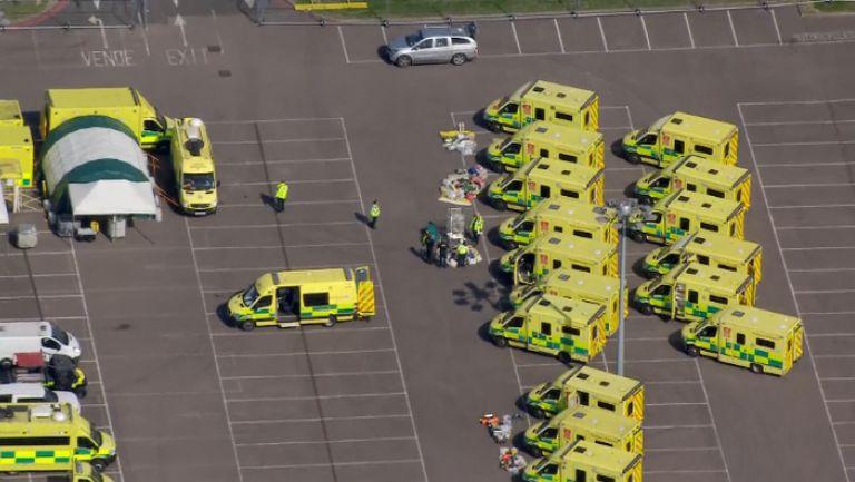 Зала в Лондон се превърна в болница