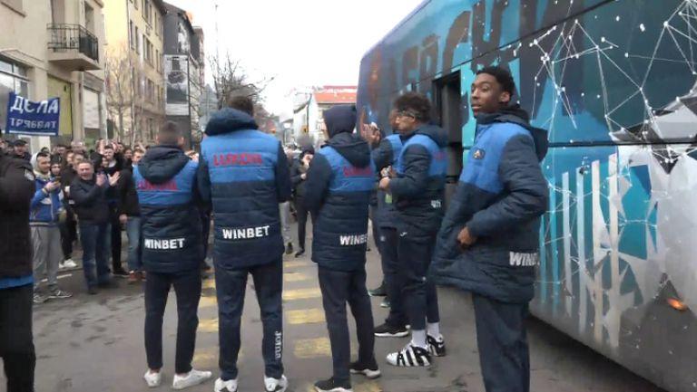 """Баскетболният отбор на Левски се присъедини към похода на """"сините"""" фенове"""