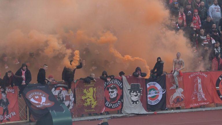Оранжеви димки в Сектор Г за дербито с Левски