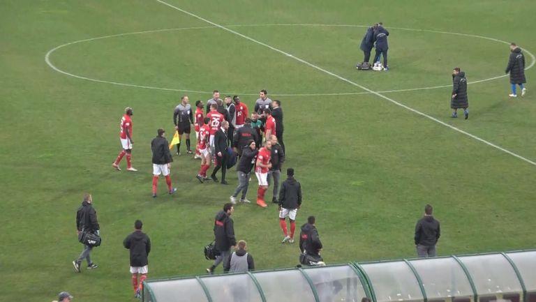 Напрежение между Занев и Кабаков след края на мача