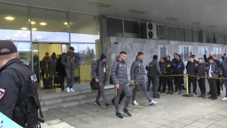 Звездите на Интер кацнаха на летище Варна и потеглиха към Разград