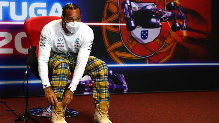 Хамилтън планира да остане във Формула 1 и през следващата година