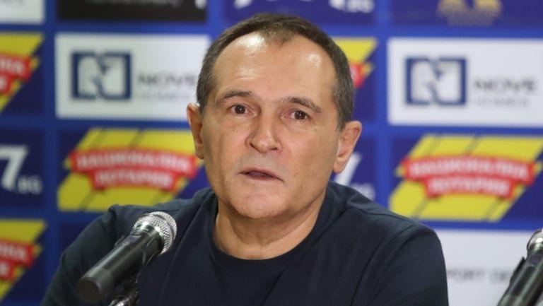 Оставиха служителка на Левски и Божков в ареста