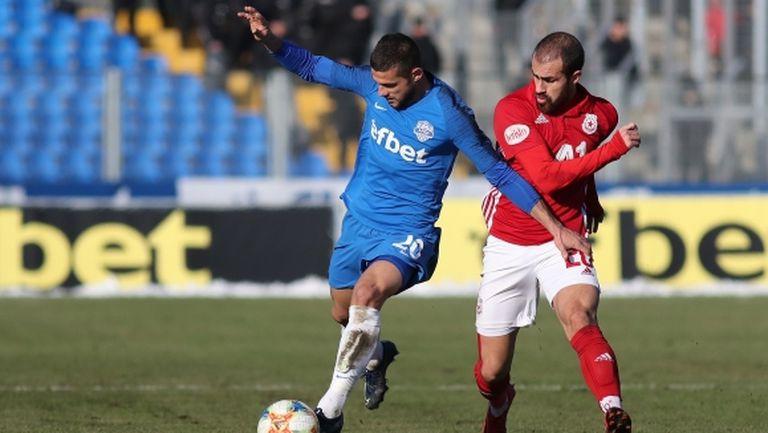 Халф на ЦСКА-София все още е в Португалия
