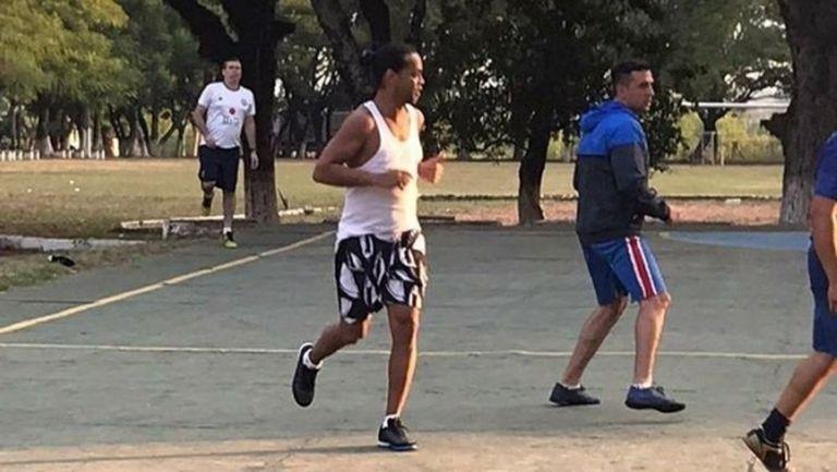 Роналдиньо се пусна в затворнически турнир
