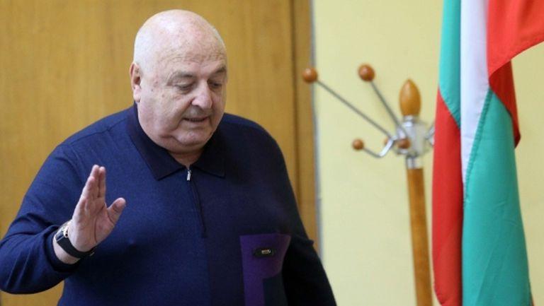 Венци Стефанов: Сульо и Пульо излязоха да извиват ръце, заради кефа на двама-трима жертваме Евро 2021