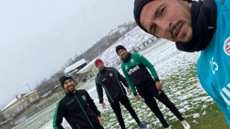 Две от звездите на Лудогорец тренират в снега (снимка)