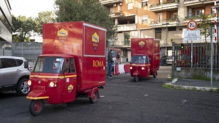 Рома зарадва със специални подаръци по-възрастните фенове на клуба