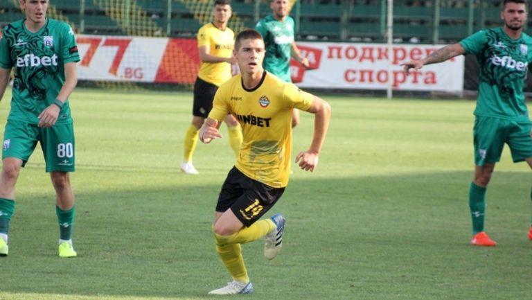 Слави Шопов застава пред феновете на Ботев (Пд)