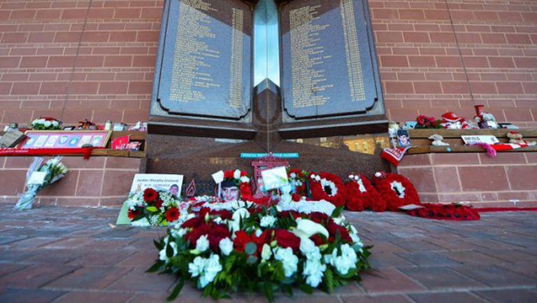 """Ливърпул почита паметта на жертвите от """"Хилзбъро"""" по по-особен начин"""