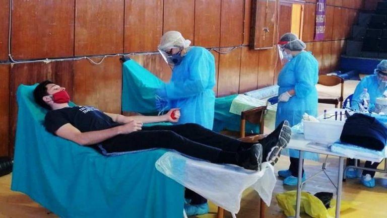 Шампиони от Нефтохимик даряват кръв в Бургас (снимки)