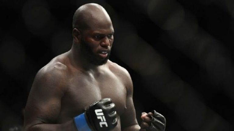 Боец на UFC призова за временна титла в тежка категория