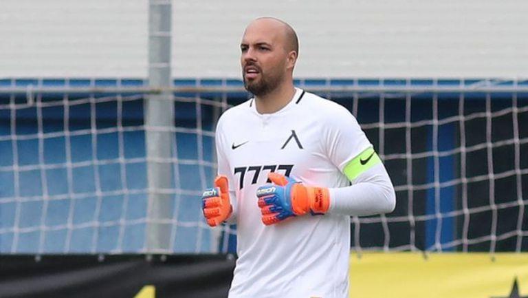 Славия иска да вземе Ники Михайлов