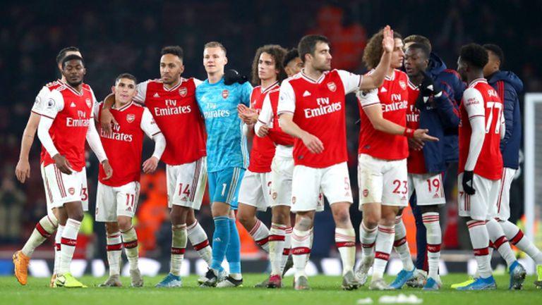 Футболистите на Арсенал първи се пречупиха в тежката ситуация