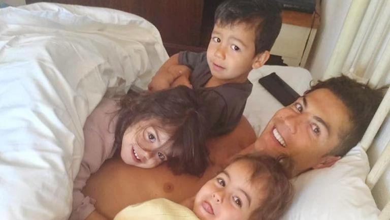 Кристиано сподели снимка с Джорджина от леглото