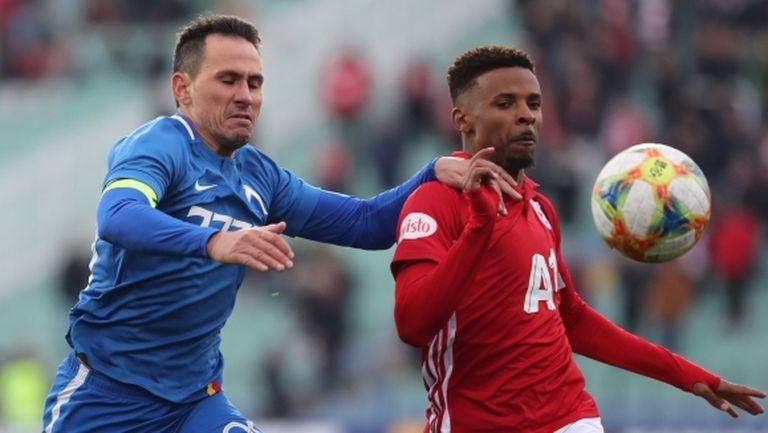 14 мача в efbet Лига и пет за Купата на България - това е водещият вариант