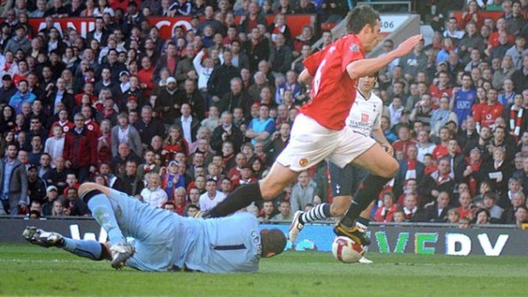 Хауърд Уеб призна за една дузпа, която е подарил на Манчестър Юнайтед за знаменит обрат