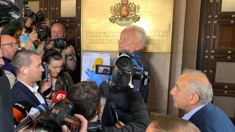 Странно съвпадение: Това ли е причината Сашо Диков да бъде избран за куриер на акциите на Левски?