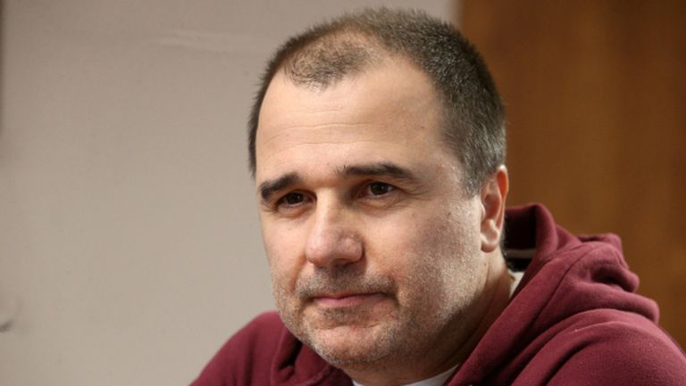 Цветомир Найденов атакува Сашо Диков
