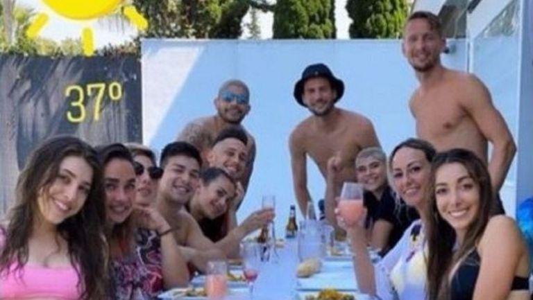 Звезди на Севиля си спретнаха парти по време на карантина