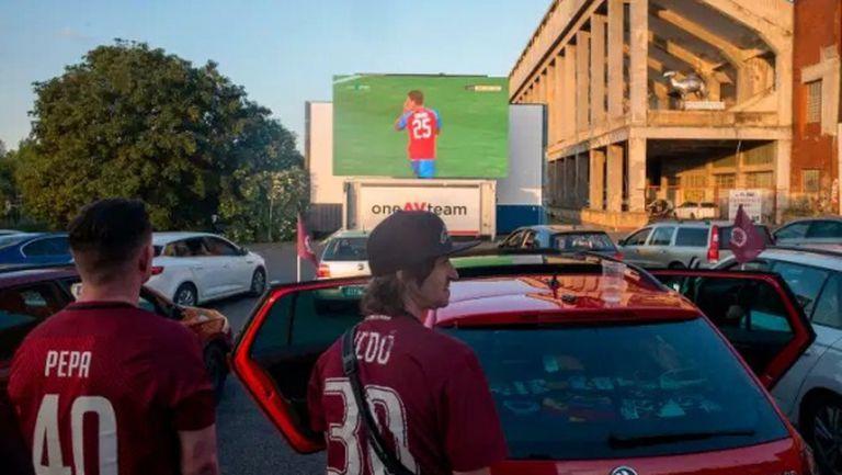 Ето какво решение измислиха в Чехия за футболните фенове (снимки и видео)