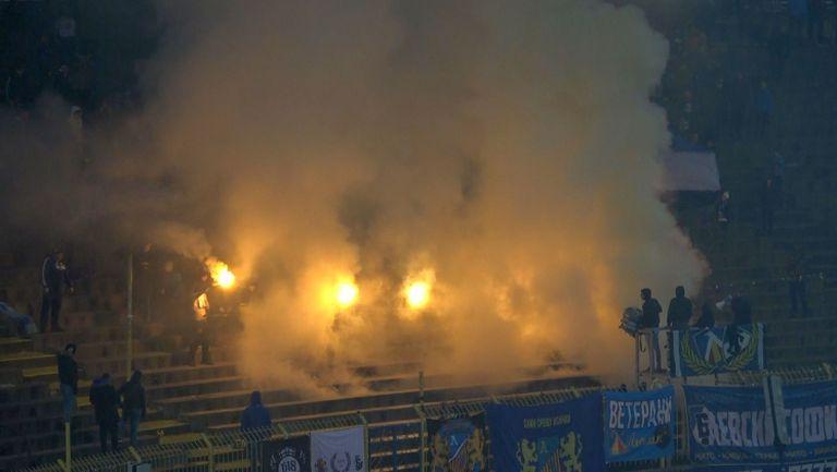 "Огън и дим по трибуните на стадион ""Георги Аспарухов"""