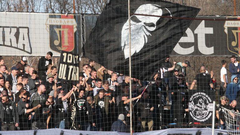 Феновете на Локомотив (Пловдив) с мощна подкрепа към любимците си по време на мача с Левски